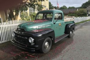 A classic truck for Chesapeake Bay weddings